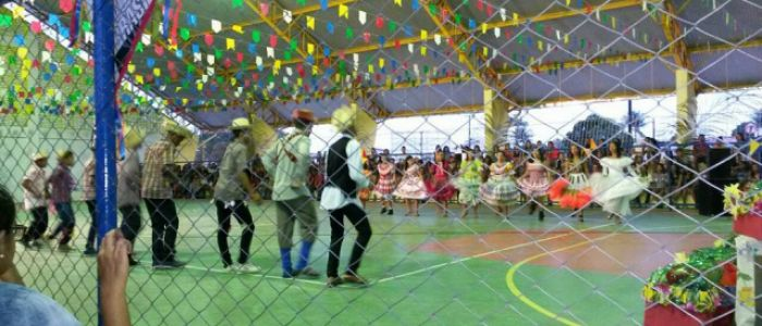 Escola Comendador Peixoto realiza festa junina com homenagens em Penedo