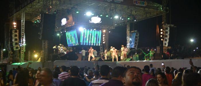 Shows da programação artística de Bom Jesus faz milhares de pessoas comparecerem à Arena Sinimbu de Penedo