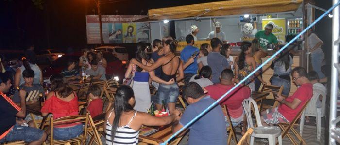 """Food truck da franquia """"Canudos"""" é inaugurado com festa na cidade de Penedo"""