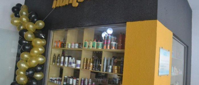 """Com maquiagens e cosméticos das melhores marcas, loja """"Humbella"""" é inaugurada no Centro de Penedo"""