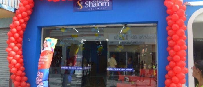 Com óculos de grife e acessórios personalizados, Ótica Shalom é inaugurada no comércio de Penedo