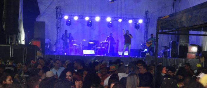 Primeira noite da 8ª edição do Penedo Motofest leva multidão à Orla da cidade ribeirinha