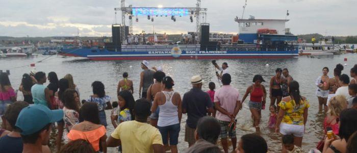 Com palco flutuante e estrutura jamais vista, aconteceu a 1ª Festa Náutica na Prainha Nova de Penedo