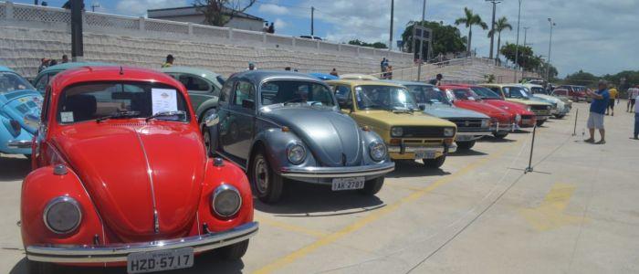 Raridades e curiosidades de carros clássicos encantam penedenses e turistas em Penedo