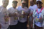 """Amigos se reúnem em mais uma edição do bloco """"Branca de Neve"""" no Pontal do Peba"""
