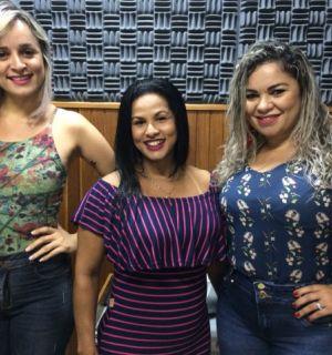 Cantoras do Forró Xamego de Menina visitam estúdios da Rádio Penedo FM