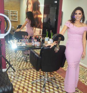 Empresária festeja 1 mês de estúdio de beleza em Penedo