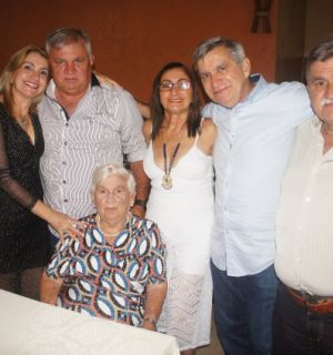 Terezinha Machado Barbosa chega, com alegria, aos seus 90 anos de idade