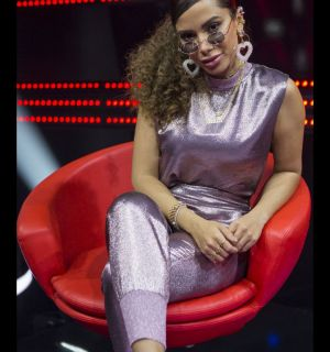 Anitta é alvo de pegadinha e escolhe participante trans na estreia do 'La Voz'