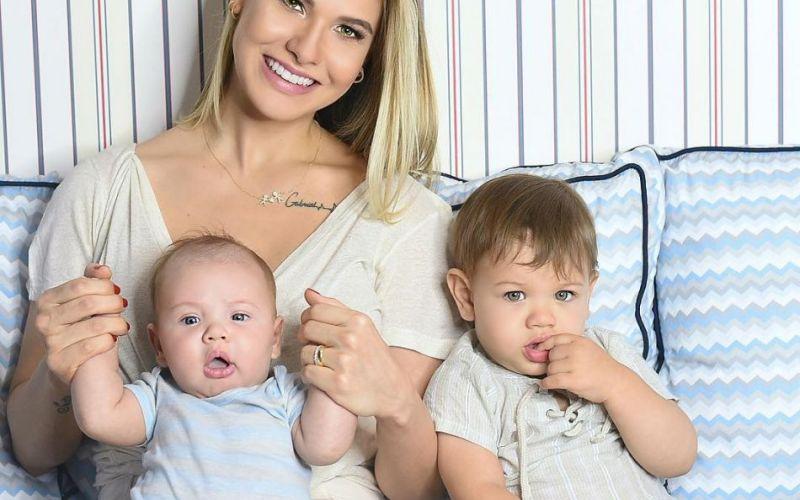 Andressa Suita admite nervosismo em ensaio de lingerie três meses após o parto'