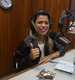 Cacau, da Esquadrão Vip, visita Penedo FM e fala sobre paixão pela música