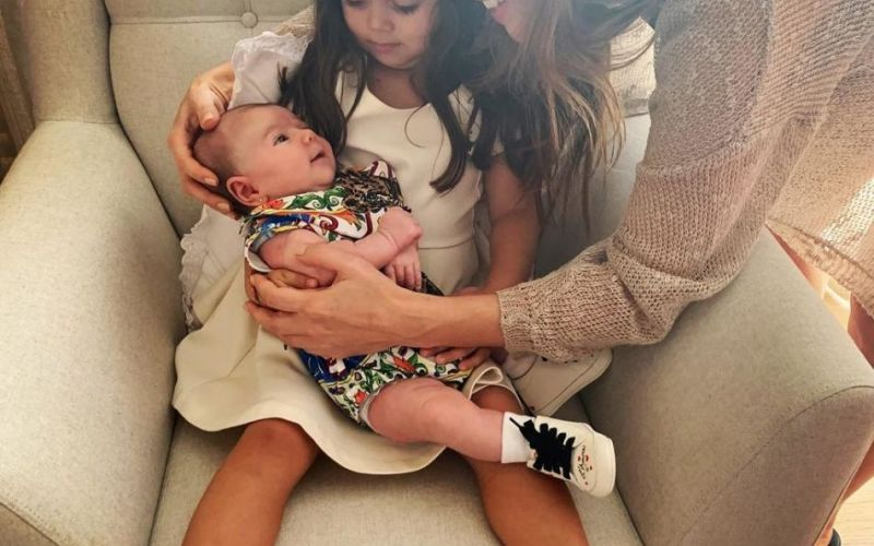 Sabrina Sato compartilha encontro da filha com sua sobrinha: 'Amor puro'