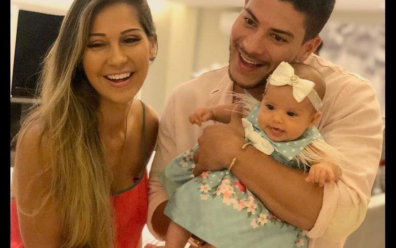 Arthur Aguiar mostra rosto da filha, Sophia, e fãs notam semelhança