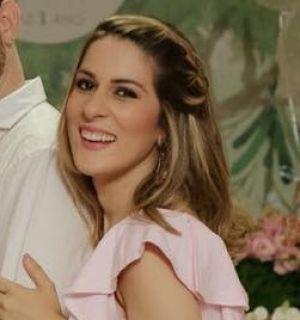 Ao lado de familiares, Marcela Lopes festeja aniversário neste sábado (29)