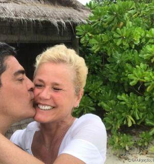 Xuxa Meneghel é elogiada por selfie sem make em viagem a Jamaica