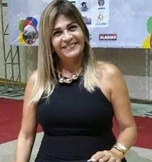Professora Silvaneide Lisboa  é a aniversariante desta terça-feira (22)