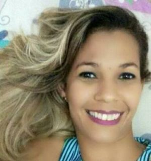Cabeleireira Simone Rodrigues festeja idade nova nesta quarta (12)