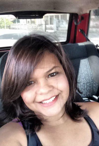 Cabeleireira Simone Felix comemora aniversário nesta terça-feira, 18