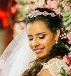 Morre blogueira que casou sozinha após noivo terminar na véspera