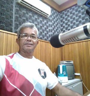 Radialista Antônio Farias, da Penedo FM, é premiado pelo apoio ao esporte