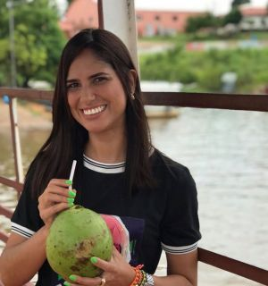 Karoline Lôbo festeja mais uma primavera no domingo de Bom Jesus
