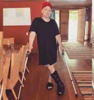 Paulo Gustavo sofre acidente em casa e ganha apoio de famosos na internet