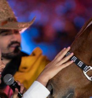 Maiara ganha cavalo de Fernando Zor e pede ajuda para escolher o nome