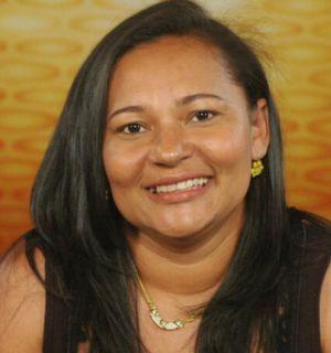 Ex-BBB Mara Viana comemora entrada na faculdade de psicologia