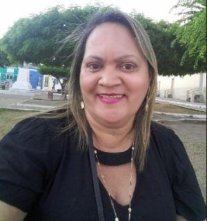 Rosilene Nascimento comemora mais uma primavera nesta terça, 21, em Penedo