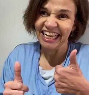 Claudia Rodrigues tranquiliza fãs após receber medicação: 'Melhorou tudo'