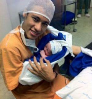 Nasce o primeiro filho do jogador santista Neymar