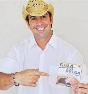 Galã do Brega realiza show no Clube do SESI, em Penedo