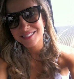 Claudia Leitte vai de helicóptero a ensaio do Miss Universo