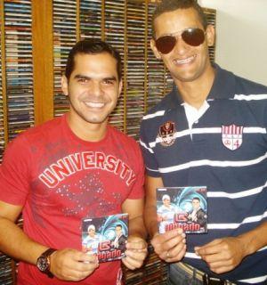 Integrantes do Grupo Gingado visitam Rádio Penedo FM