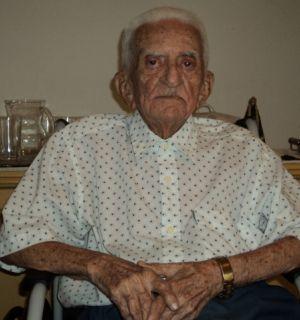 Mirinho chega aos 100 anos de vida recebendo o carinho dos amigos