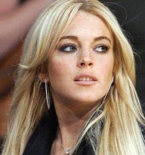 "Lindsay Lohan fecha contrato e será capa da revista ""Playboy"" americana"