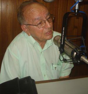 Frei Arnaldo Motta e Sá faz visita surpresa à Rádio Penedo FM