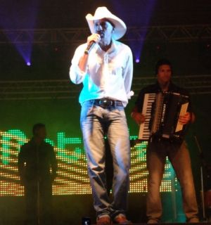 Mano Walter canta nesta sexta-feira, 04, em Penedo