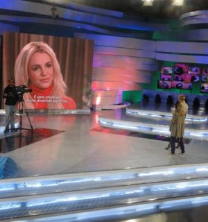 Xuxa entrevista com exclusividade a cantora Britney Spears