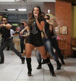 Renata Santos participa da gravação do 'Samba de Primeira'
