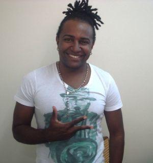 Cantor de axé Julinho Porradão visita Rádio Penedo FM