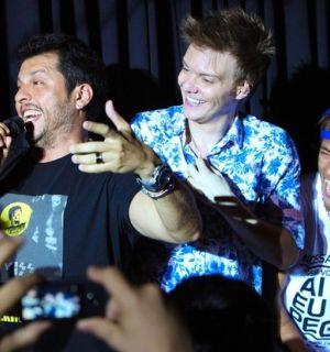 Neymar canta com  Michel Teló em Florianópolis