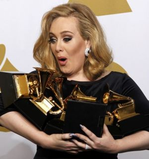 Cantora Adele triunfa no prêmio Grammy e leva seis estatuetas