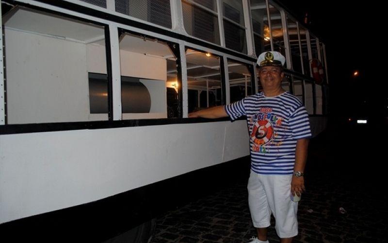 """Replica do """"Comendador Peixoto"""" fez sucesso no carnaval de Penedo"""