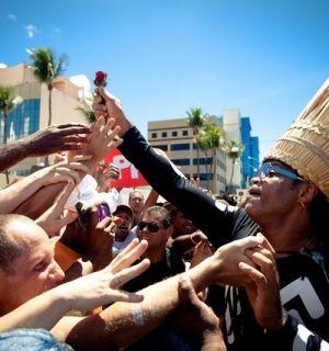 """Carlinhos Brown comanda a festa nesta """"Quarta-feira de Cinzas"""""""
