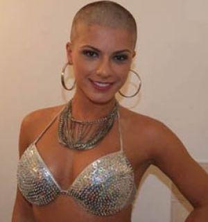 Babi Rossi desabafa no Twitter sobre ter raspado o cabelo
