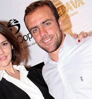 Após 6 anos casados, Deborah Secco e Rogger vão morar juntos
