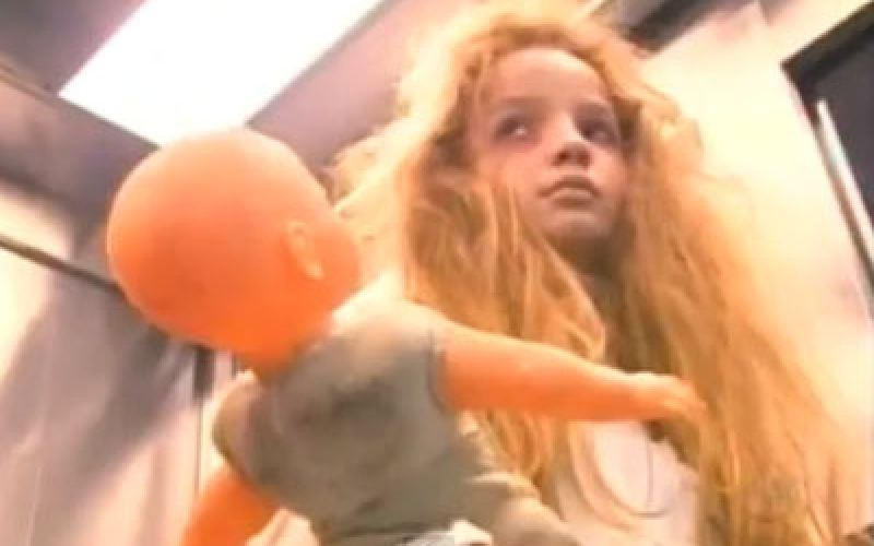 Menina que fez a 'Fantasma do elevador' é a nova estrela do SBT