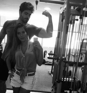 Na academia com Rodrigão, ex-BBB Adriana mostra muque