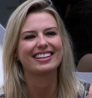 Fernanda vence BBB13 com 62,79% dos votos e leva R$ 1,5 milhão